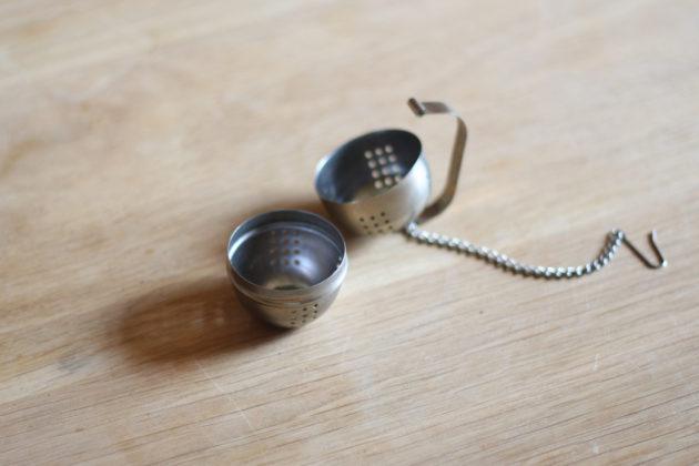 マイソールで購入したボール型の茶こし