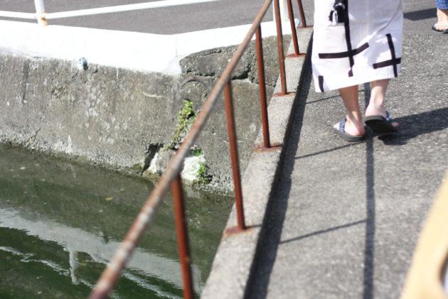 寺内町の路地を歩く