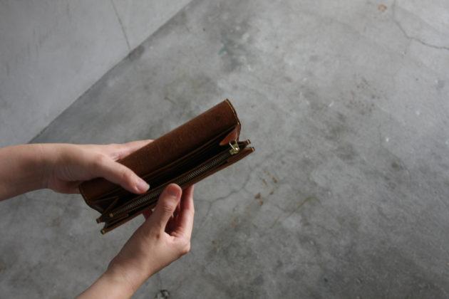ギボシを使った手縫いの長財布ディティール
