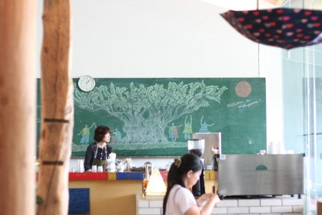 和歌山近代美術館内にあるBring Book Storeの内観