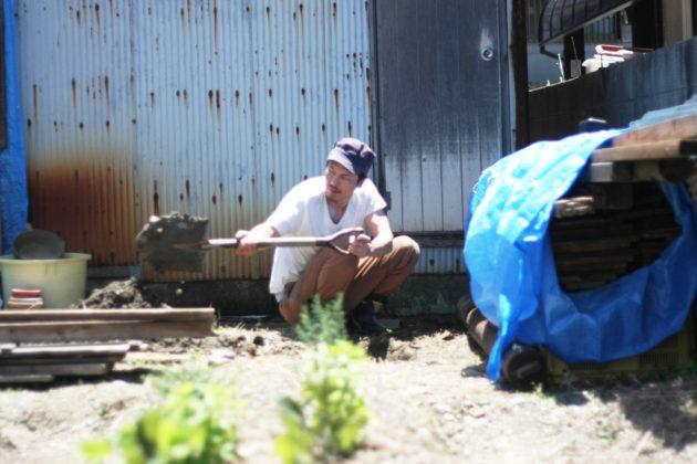 手掘り井戸を掘る