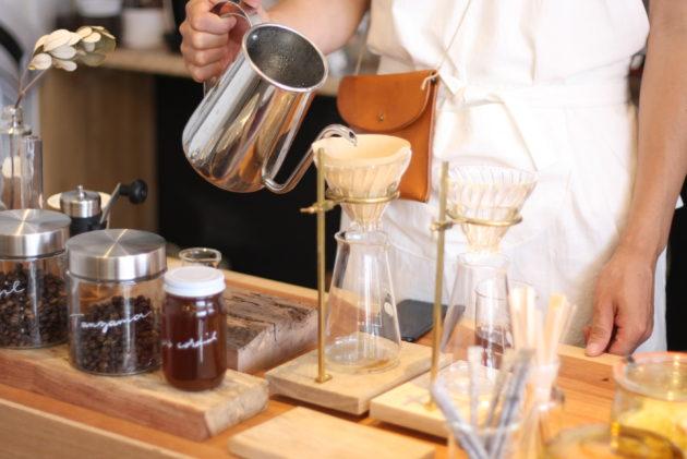 製作したドリッパースタンドでコーヒーを淹れる