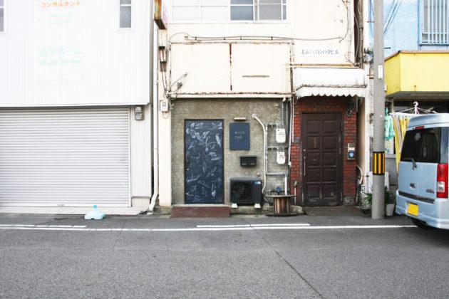 キツツキ工務店の玄関扉